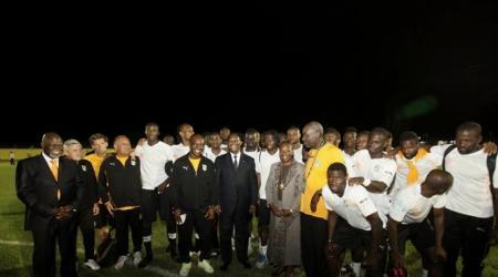 ADO parmi les Eléphants samedi 11 février 2012 à Libreville. De autre presse.