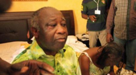 Le couple présidentiel Gbagbo, le 11 avril 2011 au Golf hôtel, après leur capture par Licorne.