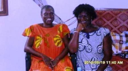 Une photo récente de Simone Gbagbo avec une proche à Odienné.
