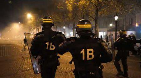 Tensions lors d'une manif contre l'esclavage en Libye (18 novembre 2017, Champs Elysées, Paris)