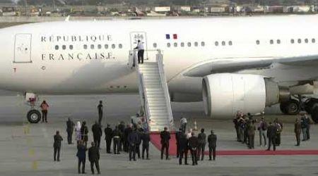 Arrivée du Président français Emmanuel Macron à Abidjan pour une visite officielle