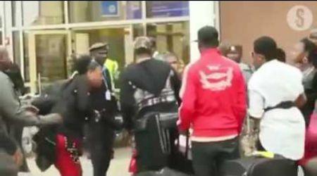 SCANDALE: KOFFI OLOMIDE FRAPPE SA DANSEUSE A LEUR ARRIVEE A L'AEROPORT DE NAIROBI