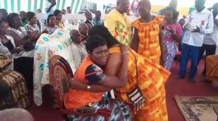 KRINDJABO:   Mme SIMONE EHIVET GBAGBO CHEZ NANAN AMON N'DOUFFOU 5 LE ROI DU