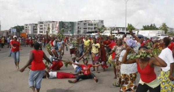 Abobo_femmes_manifestantes.jpg?itok=nKIV-pDh